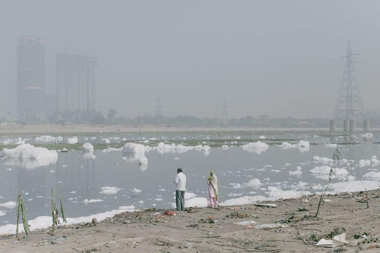 Sacred river, Yamuna / Delhi © Zacharie Rabehi / Agence Le Journal Delhipollution Yamuna River New Delhi #pollution
