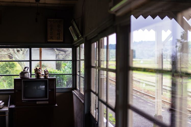 Waiting Train No People Old Station Through The Window Through Window Wooden Waiting For A Train Manekineko Silence Chiba Japan Chiba,Japan October October 2016 Travel 小湊鐵道