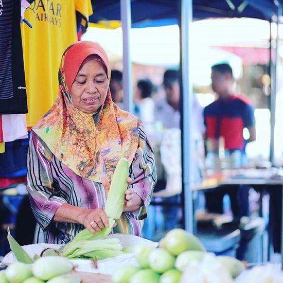 Corn Seller Gaya Street - Kota Kinabalu , Sabah Gayastreet Kotakinabalu Sabah Negeribawahbayu Tourism Malaysia Reflexsology Market Pasar Vscomalaysia Vscography VSCO