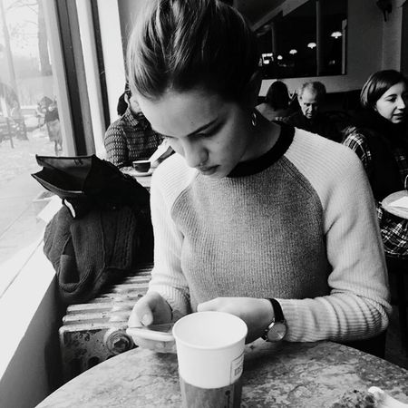 Drink Coffee - Drink Adults Only Coffee Cup Cafe Drinking Window Indoors  Young Adult Adult Refreshment People Only Women Young Women Lifestyles Day Sitting Togetherness Real People Friendship