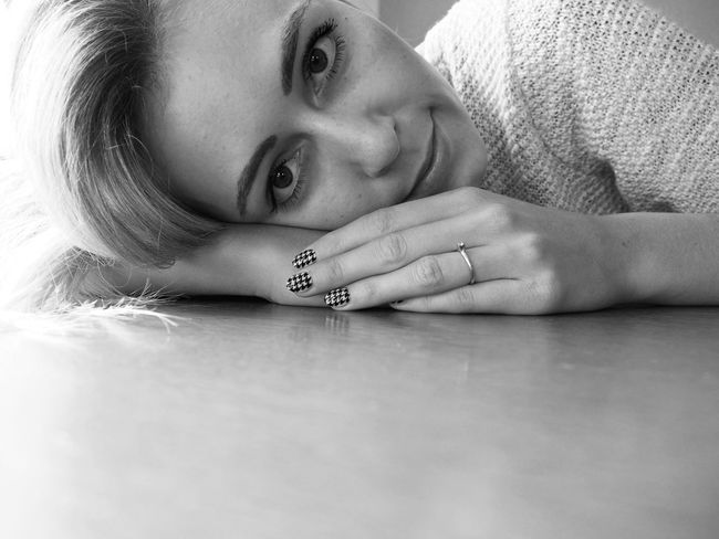 Blackandwhite Blackandwhiteportrait Blackandwhiteportraits Blondgirl Blondhair Engaged Engagement Engagement Photography Engagment Ring Girl Indoors  Looking At Camera Nailart  Naildesign Nails One Person Portrait Portrait Of A Woman Real People Young Women