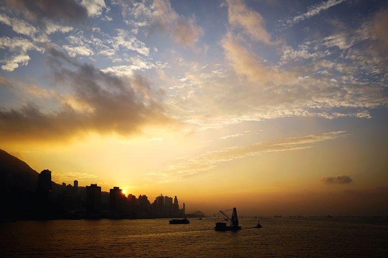 Sunset HongKong Discoverhongkong Leica Leicaq Harbour Victoriaharbour Sunset 香港 夕日 EyeEm Gallery EyeEmBestPics EyeEm Best Shots EyeEm Best Edits