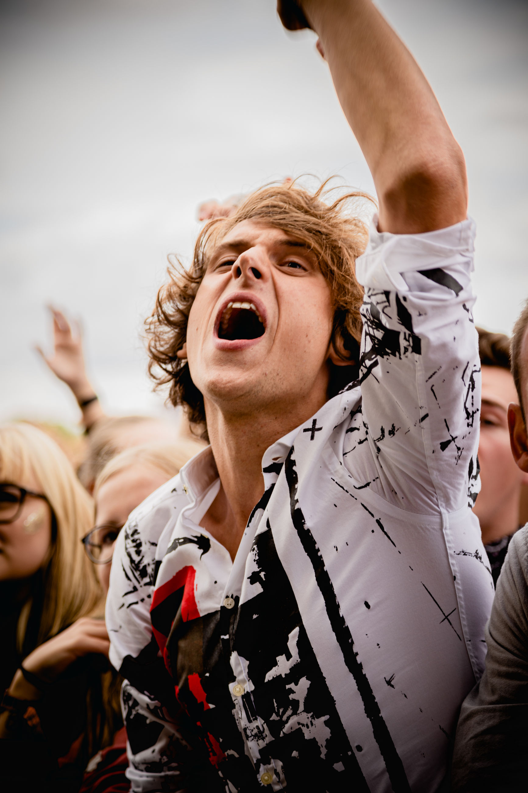 real people, lifestyles, leisure activity, emotion, mouth open, mouth, young adult, incidental people, shouting, happiness, people, front view, young men, event, focus on foreground, enjoyment, young women, looking, human arm, excitement, arms raised, hairstyle
