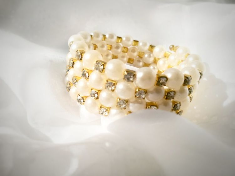 Lieblingsteil Bangle Shiny Jewelry Gold Colored Pearls White Background