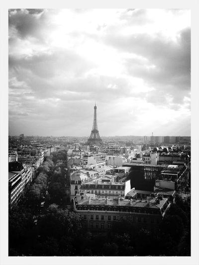 ✖️Je suis comme un livre, tu connais mon resumé, pas mon histoire et tu me juge d'apres la couverture.✖️ Paris TourEffeil Findugame.