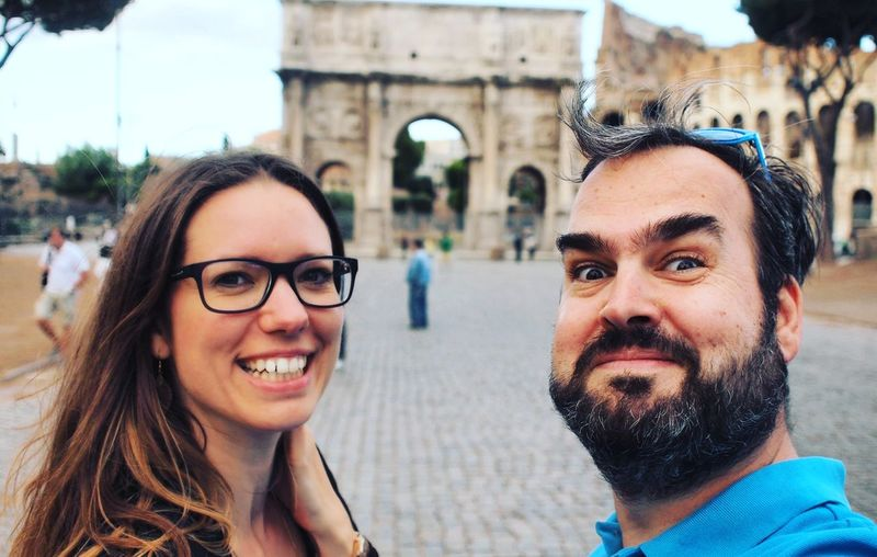 City Trip Rome Rome Rom Roma Städtereise Paar Urlaub Holiday Brille Beard Togetherness City Couple - Relationship Looking At Camera Real People Smiling Day People