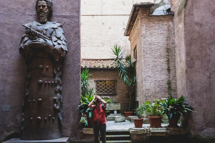 Architecture Sculpture Statue Art And Craft Human Representation Creativity Potted Plant Religion Wall - Building Feature Outdoors EyeEm Travel Photography Eyeem Travel Travel Travel Destinations Travel Photography EyeEm Best Shots EyeEm Gallery Italy