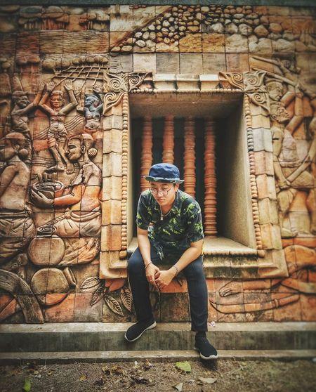 กำแพงเก่า~วัดศาลาลอย กำแพง วัดศาลาลอย เมืองเก่า เมืองเก่า โคราช ย่าโม โคราช ย่าโม นครราชสีมา King - Royal Person Posing Civilization Visiting Gate Pavilion Wrought Iron City Gate Ancient Egyptian Culture Cambodian Culture Period Costume Royalty Renaissance Royal Person Crown Entry Entrance Graffiti Closed Door Open Door