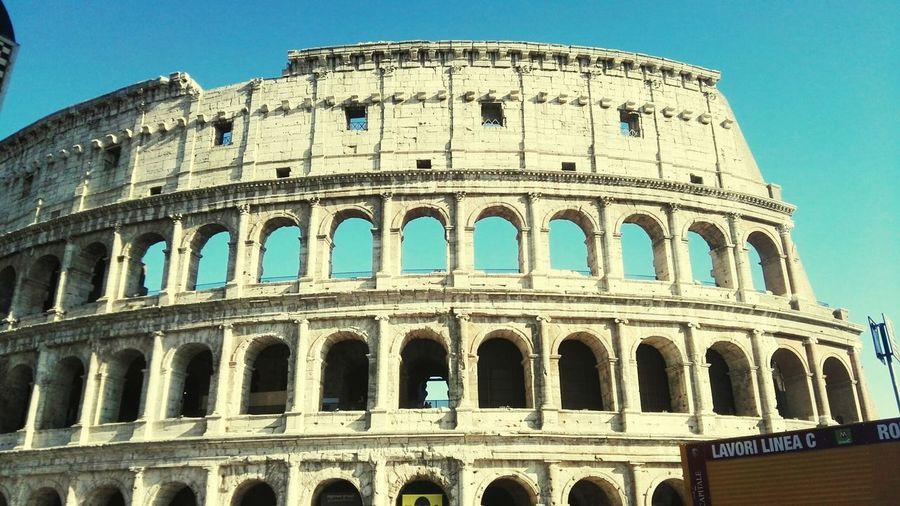 Quanto sei bella Roma. Colosseo Romastaseraescoconte Roma Italia Lenostremeraviglie Tuttocosimagico Tuttocosìbello Misonoinnamorata Lacapitale