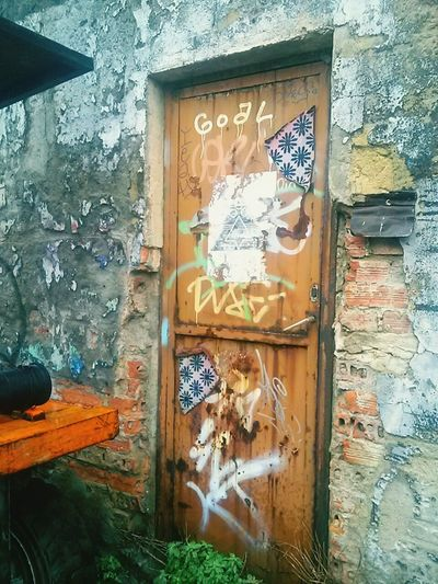 Graffiti Door Vintage Old Old Buildings Abandoned Built Structure Architecture Close-up Spray Paint Zurrezaure Bilbao The Secret Spaces