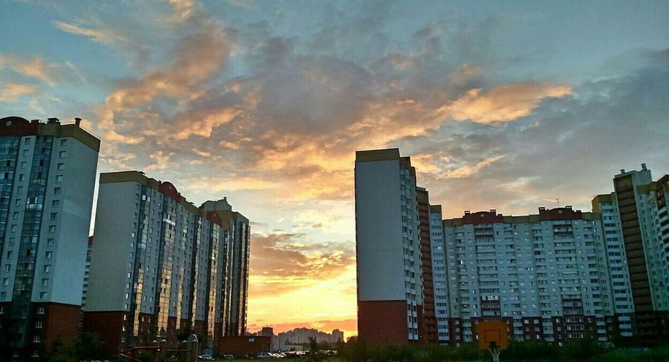 Evening Sky Sammer 2015 Bilding Taking Photos Sight Clouds Blue