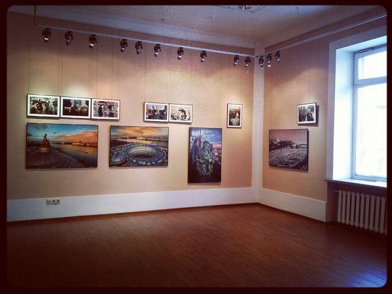 ФОТОВЫСТАВКА Александр Петросян «Питер, mon amour» Indoors  No People Architecture Day Film Industry