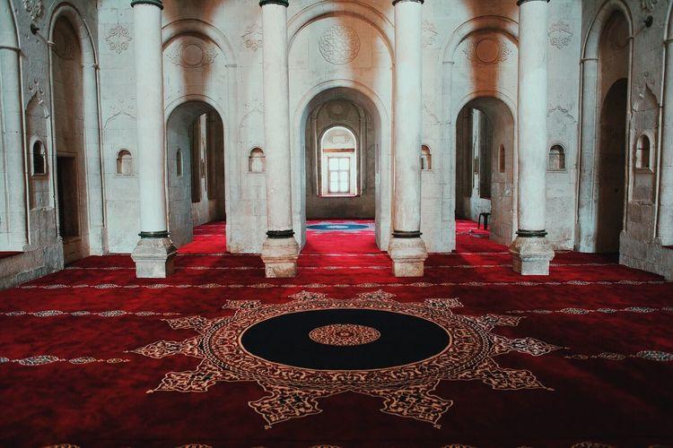 Tranquility Travel Religion Built Structure Architecture Spirituality Mosque Ishak Pasha Palace Palace Ağrı Photooftheday 28mm Turkey 2017 Cultures Doğubeyazıt Canon