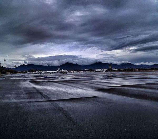 When it rains in Scottsdale, and planes still gotta fly. Nofilter Believeitornot