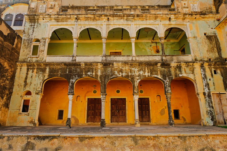 Historical building in Mandawa. Mandawa, Rajasthan Ancient Ancient Civilization Ancient History Arch Arched Architectural Column Architecture Building Building Exterior Built Structure Day History Low Angle View Mandawa No People Old Old Ruin Outdoors The Past Tourism Travel Destinations Wall Window