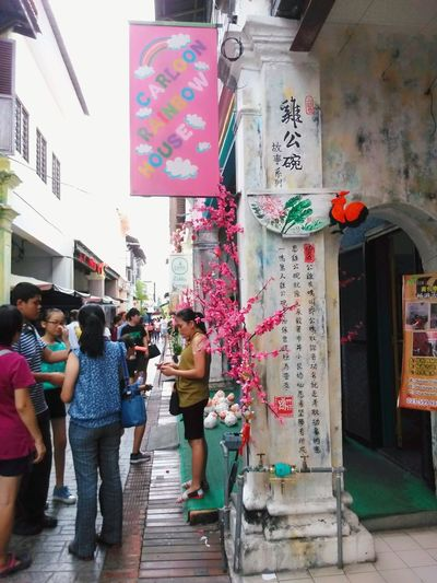 Multi Colored Real People Lifestyles Leisure Activity People Outdoors Building Exterior Architecture Chinese Culture Chinese Words Chinese Art Streetphotography Leisure Text Built Structure Shopping Finding New Frontiers