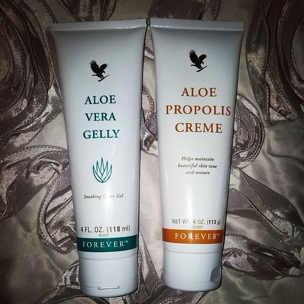 The best 2 cremes i have ever come across. Been using it twice a day for 3 days, woke up and my scars are invisible. Foreverliving Www .facebook.com/ForeverAloeNewquay