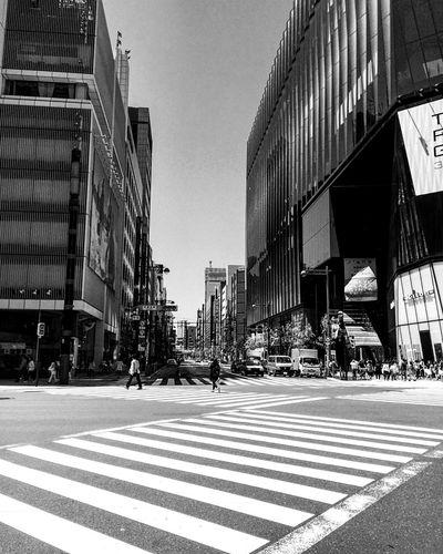 Eye4photography  2016 EyeEm Awards Blackandwhite Blackandwhite Photography Japan Streetphotography Street Photography Random B&w Photography B&w Street City Builfing Exterior Built Structure Building