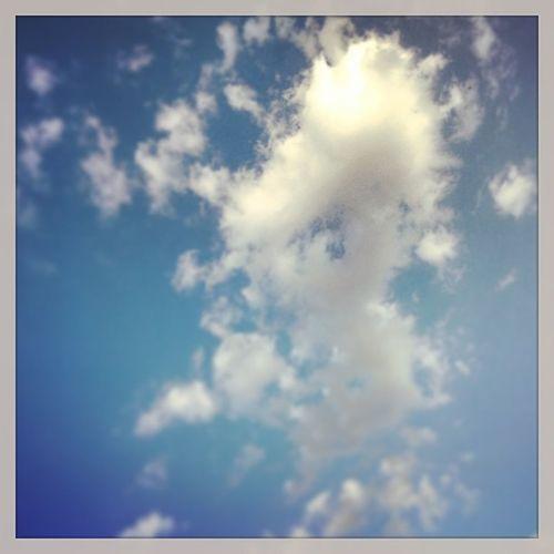 E cieli che si distendono liquidi sui miei pensieri