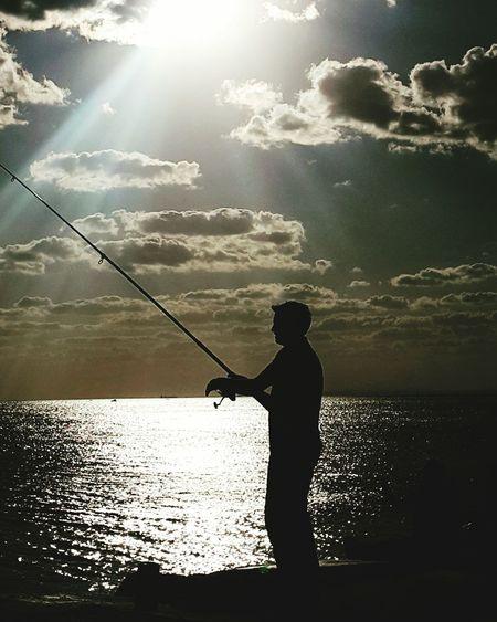 İstanbul da agece bir başka güzel Konstantinopolis Istanbuldayasam Istanbul City Sunset_collection Sunset Silhouettes Maltepesahil Sea And Sky Sunset And Clouds  Sea Fisherman Standing Men Silhouette Fishing Sunlight Commercial Fishing Net