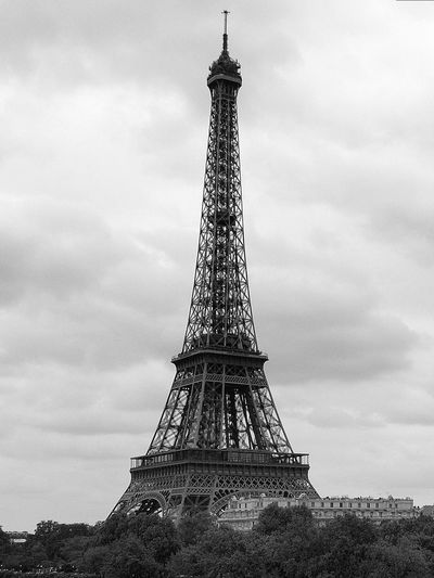 Eiffelturm Eiffelturm Tower Architecture Low Angle View Tall - High Sky Travel Destinations No People Built Structure Day City Tourism Outdoors Travel