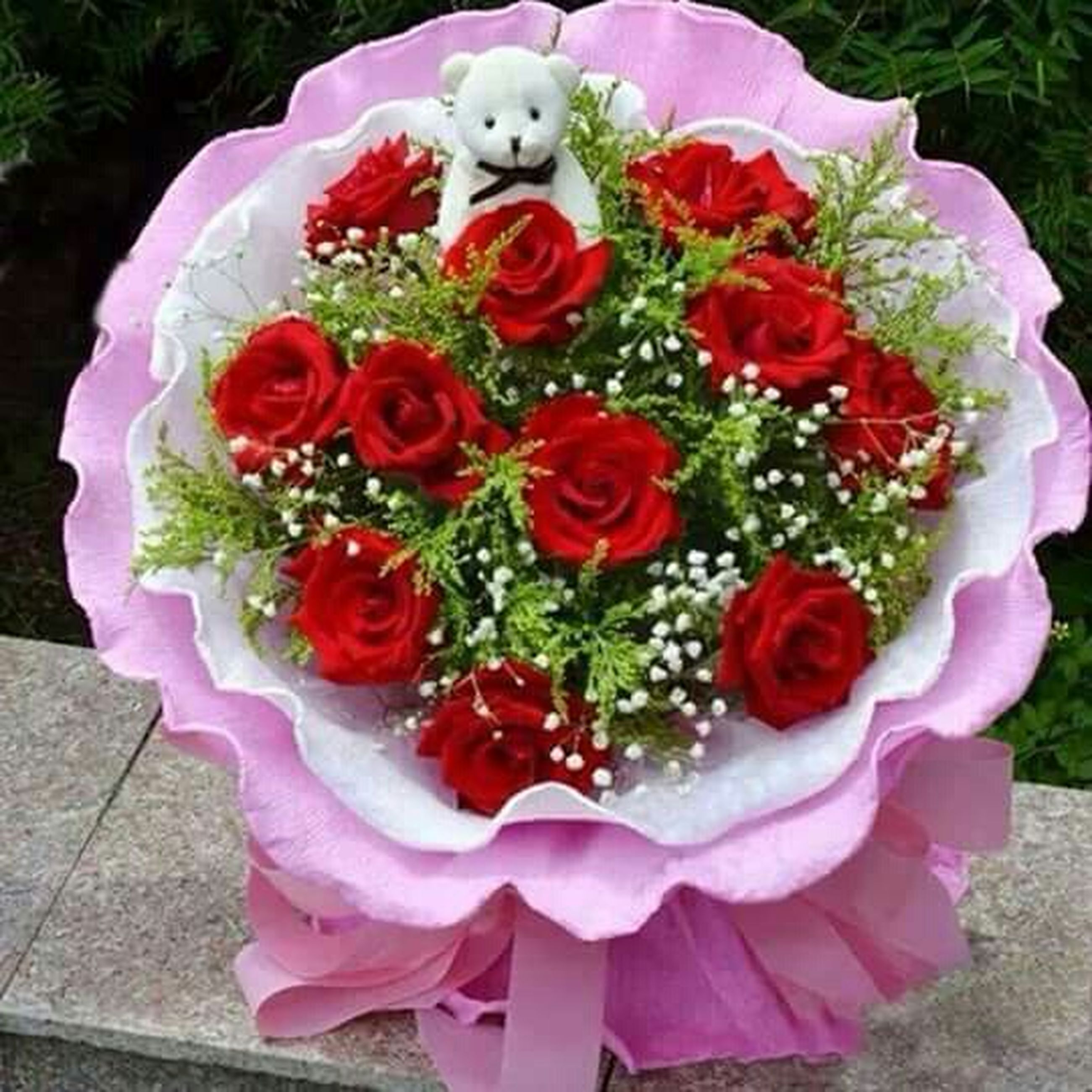 flower, petal, freshness, flower head, rose - flower, fragility, high angle view, beauty in nature, blooming, pink color, nature, growth, bouquet, rose, plant, close-up, no people, red, in bloom, outdoors