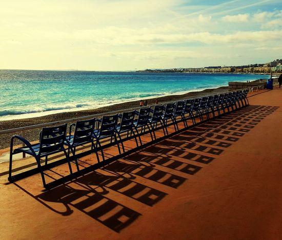 Côte d'Azur, Strand, Meer, blaue Stühle Sea Beach Water Horizon Over Water Sand Sky Sunlight