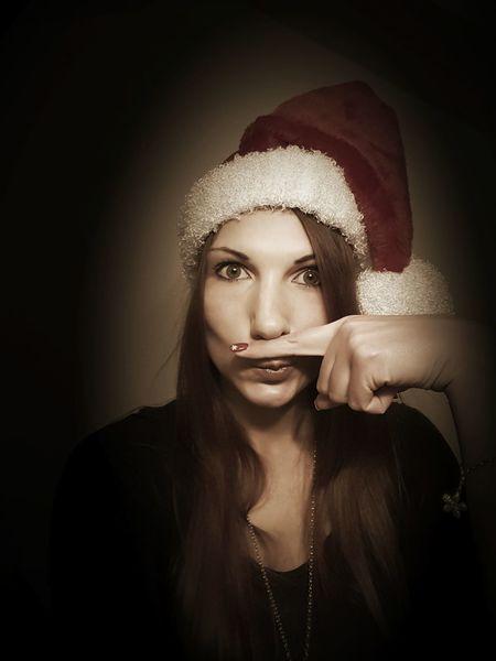 Heute hab ich erfahren, dass auf dem Sofa liegen gar kein richtiges Hobby ist. Das hat mich etwas schockiert. Schöne Weihnachtszeit 🎅🎄 MrsSanta Christmastime WhenBoredomStrikes 2015  Taking Photos Good Mood :) Enjoying Life The Portraitist - 2016 EyeEm Awards