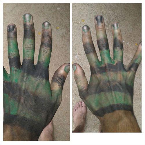 Até as mãos camufladas