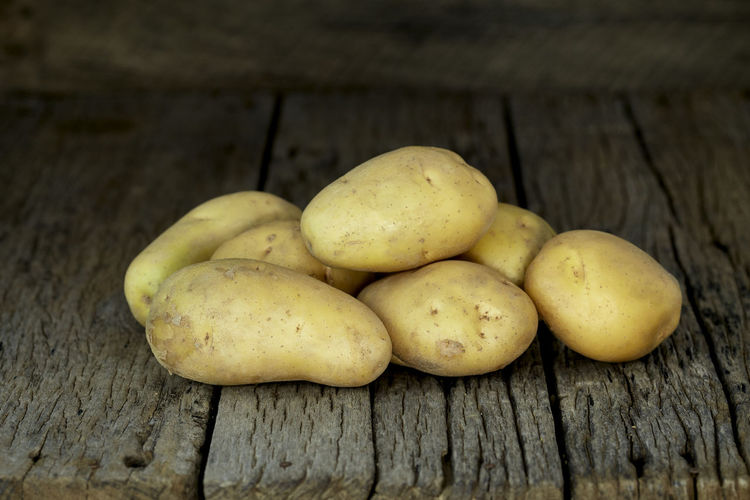 Potato Wooden Fresh Potatoes Background Table Old Food Raw Nutrition Wood Harvest Healthy Vegetable Organic Agriculture Rustic Brown Pile Ingredient Root Vegetarian Natural Farm Top View Group Heap Sack Diet Produce Many Yellow Cooking Dark Rural Uncooked Burlap Tuber Dirty Food And Drink Healthy Eating Wellbeing Wood - Material Freshness Close-up Still Life No People Fruit Group Of Objects Raw Food Indoors  Raw Potato Day Ripe