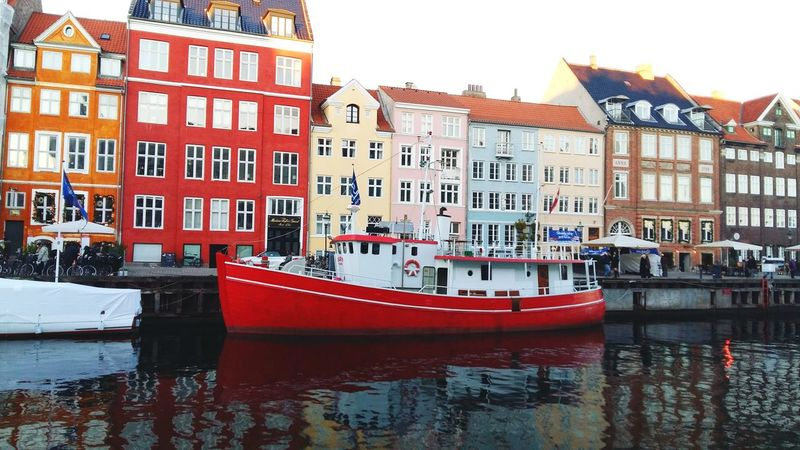 Nihavn idil Copenhagen Nihaven Boat City Water Nautical Vessel Moored Harbor Red Residential Building Waterfront Sky Architecture Water Vehicle Townhouse TOWNSCAPE Residential Structure Town