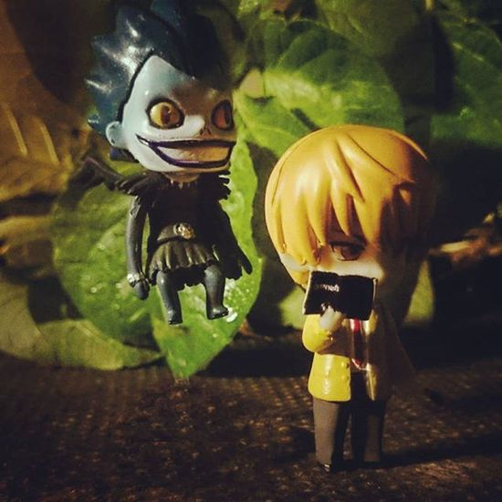 Kira finds the deathnote unaware of the responsibility it brings. Ryuk watches in anticipation. Ryuk Kira DeathNote Japaneseghoststories Toyptoyphotography Toyunion Toyoutsiders Toyslagram Zifu_toys Tgif_toys
