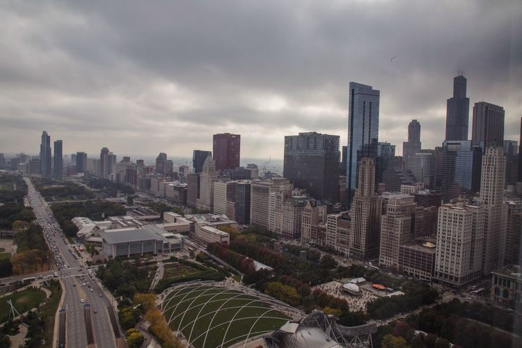 looking over chicago City Architecture Chitecture Chicago Skyline Sky And Clouds Cloud - Sky Chicago Architecture Chicago Skyline Chicago ♥ Architecture Architecture_collection Buildings High Rise City City Life Cityscapes Grant Park Millennium Park