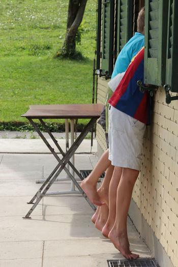 Children Einblick Fenster Haus House Insight Neugierig Outdoors Windows Fun Feets Summer Neugier