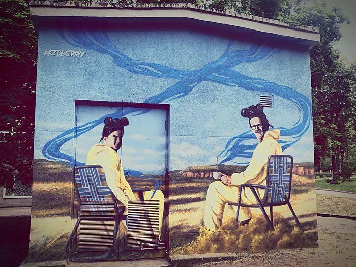 Streetart Zdesroy Breaking Bad Graffiti Architecture Built Structure Building Exterior Graffiti Two People