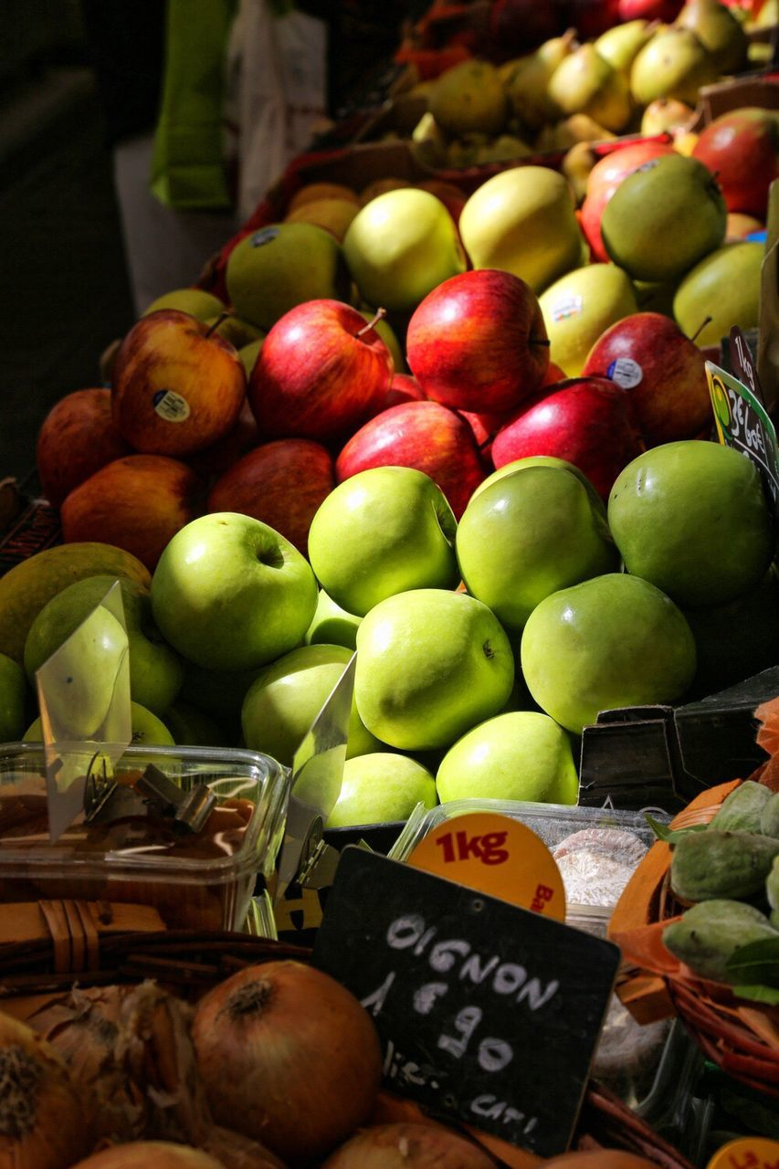 healthy eating, food and drink, food, fruit, market, freshness, retail, market stall, wellbeing, for sale, choice, large group of objects, abundance, variation, container, price tag, apple - fruit, apple, no people, sale, organic, retail display, ripe