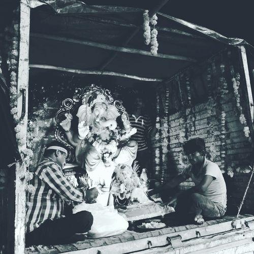 Lord Ganesh bids farewell..will see him again next year.. Till then... GaneshChaturthi MumbaiDiaries Festivemood Oneplustwocamera Blackandwhite Mumbai Eeyem Mumbai