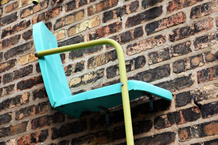 Wall sit Furnitures Vintage Style Michigan Abstract Art Brick Wall Wall - Building Feature Architecture Built Structure Outdoors Day Weathered No People Damaged Blue Chair Chair Art Wall Art Take A Seat Vintage Chair Obsolete Abstract Small Town Charm Still Life Modestmills Street Art Brick Wall
