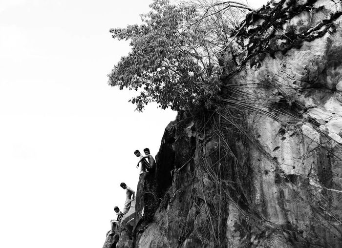 People Together kids in the province still have the opportunity to enjoy the beauty of nature Taking Photos From My Point Of View Fresh On Market July 2016 Eyeem Philippines EyeEm Bnw Eyeem Market Bnwphotography Bnw Landscape Rock Kids Kids Being Kids Kids Having Fun Kids Playing Bnwmood Landscape Relaxing The Great Outdoors - 2016 EyeEm Awards The Week On EyeEm EyeEm Best Shots EyeEm Best Shots - Black + White People And Places