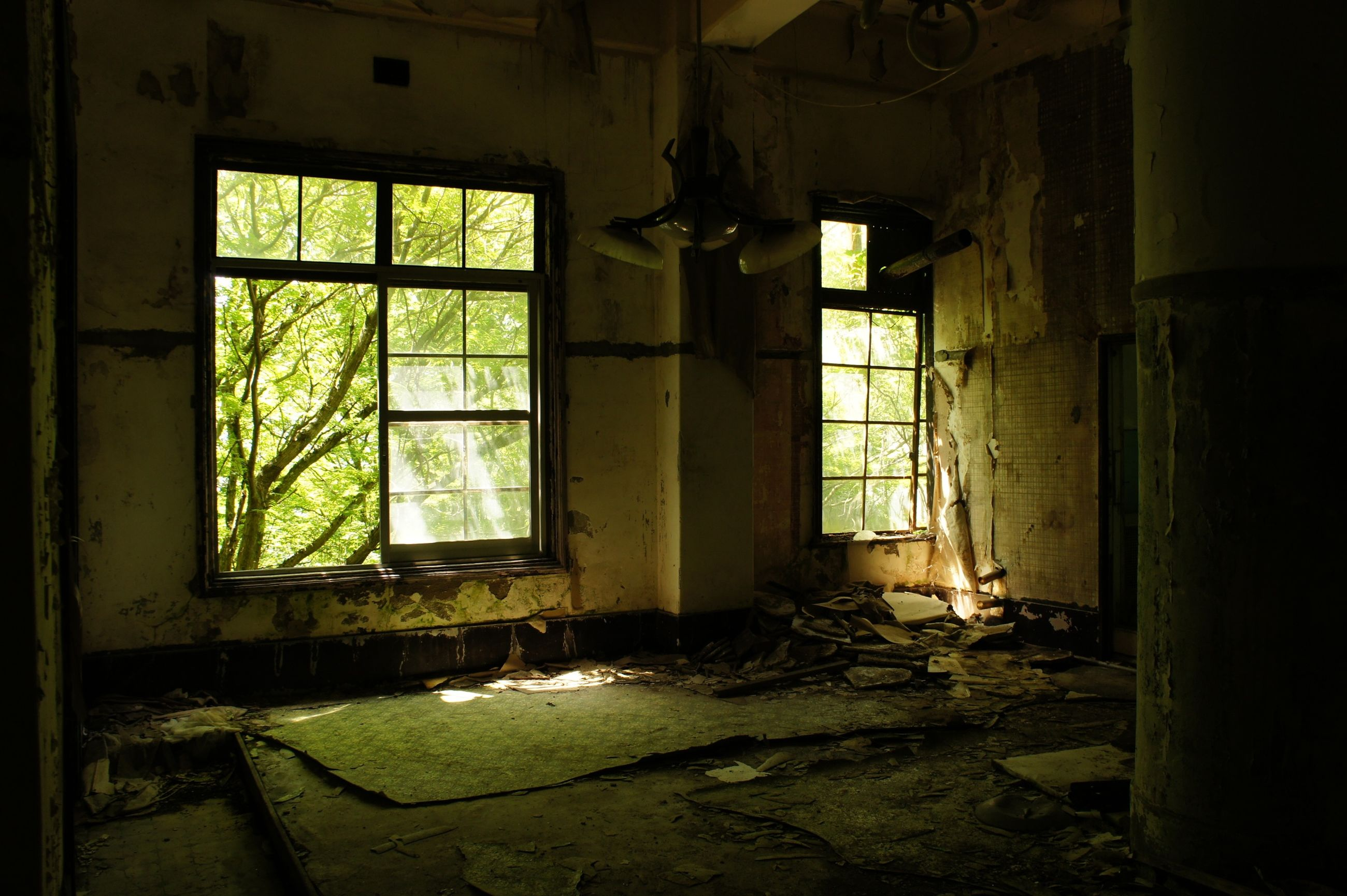 indoors, abandoned, obsolete, damaged, window, deterioration, run-down, old, interior, architecture, house, built structure, bad condition, messy, home interior, broken, weathered, room, absence, ruined