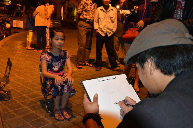 Portrait Artist Little Girl Mos People Watching Portrait Art Portrait Of A Girl Sapa, Vietnam Street Art Street Portrait Ar