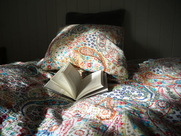 morning light Bedroom View  Book Books Reading Read Morning Morning Light Multi Colored Close-up Pillow Floral Pattern Sheet Duvet Night Table Bedroom Bed Quilt Side Table Bedtime Double Bed Insomnia Blanket Mattress
