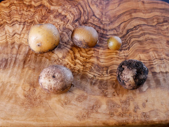 Potato Brown Close-up Directly Above Edible Mushroom Food Food And Drink Freshness Fungus Group Of Objects Healthy Eating High Angle View Indoors  No People Raw Food Still Life Table Vegetable Wellbeing Wood - Material