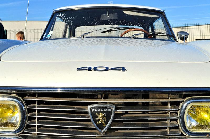 Vente aux enchères publiques, dimanche 19 octobre 2014. Voiture Retro Car Old Car Peugeot Peugeot404 Retro Styled Vintage Car Vintage Cars Voiture