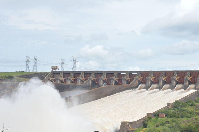 Dam against sky