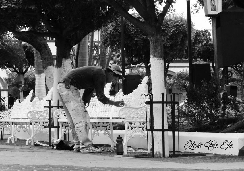 Streetphoto_bw Pueblo Mexico Colima Comala Streetphotography Blanco Y Negro Leslie_Gr_In People Blackandwhite Peoplephotography Men Pintar