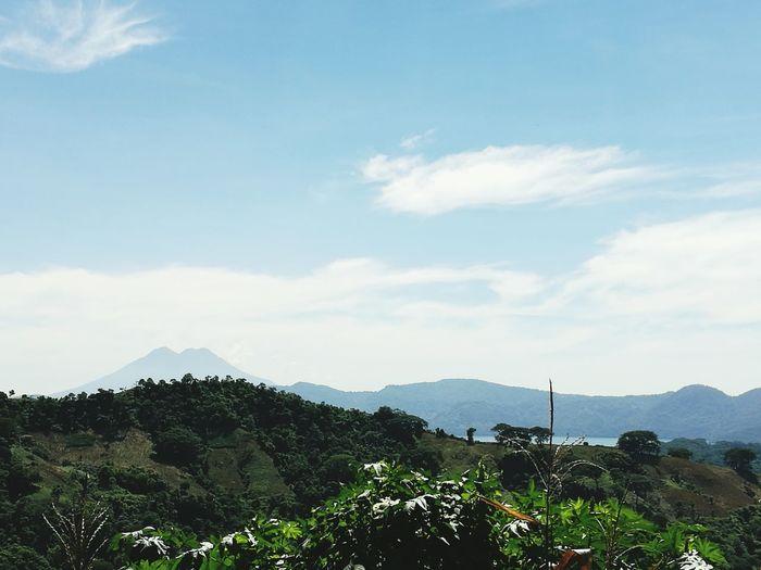 Mi país El Salvador, vista del lago de Ilopango y al fondo el volcán Chinchontepec (San Vicente).