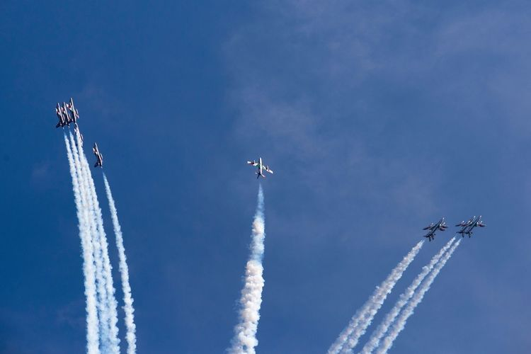 And split Airshow Airplane Vapor Trail Teamwork Speed Transportation Flying Aerobatics Air Vehicle Sky Outdoors Formation Flying Blue Fighter Plane Military Teamwork Multi Colored Transportation Military Airplane