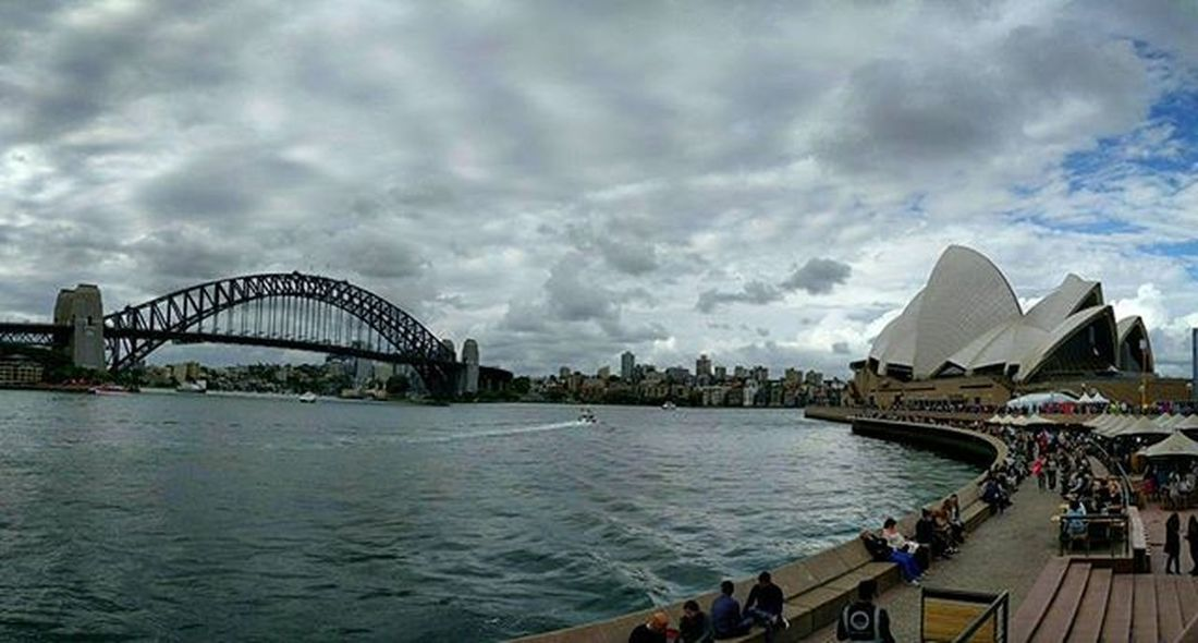 Chilling at Operabar on a rainy sunday afternoon. Sydneysights Operahouse Harbourbridge
