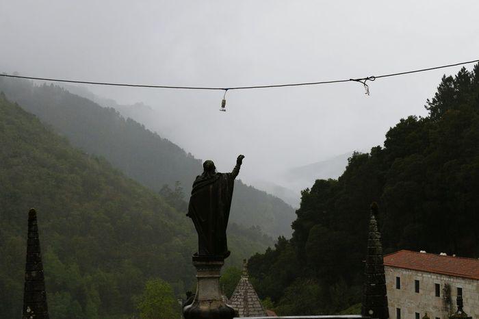 Santuário de Nossa Senhora da Peneda Santuário Peneda Geres Parque Nacional Peneda Gerês Estatuas Nevoeiro Montanha
